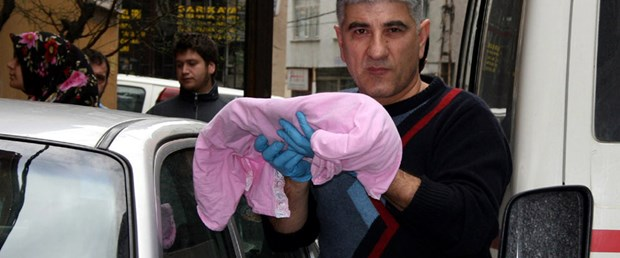 33 günlük bebek bıçaklanarak öldürüldü
