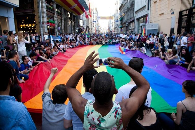 4. Trans onur yürüyüşü