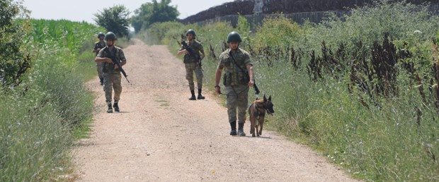 turkiye-tarafina-gecen-2-yunan-askeri-tutuklandi-4-yeniden_5950_dhaphoto6.jpg