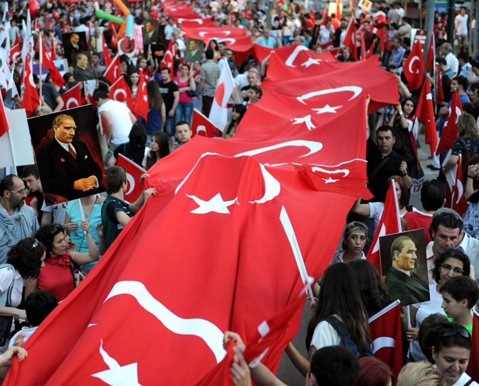 800 metrelik Türk bayrağıyla yürüdüler
