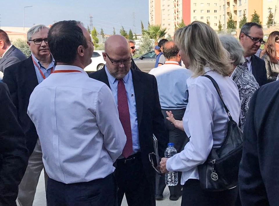 ABD'nin Ankara Büyükelçiliği Maslahatgüzarı Jeffrey M. Hovenier (ortada)