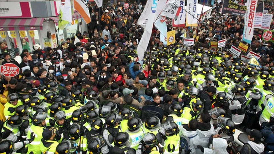 Küreseleşme karşıtları uluslararası zirvelerin daimi davetsiz misafirlerinden.