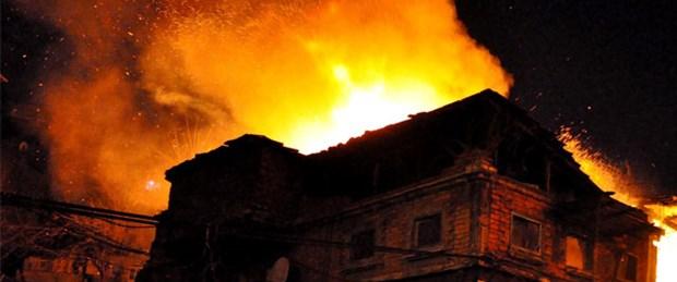 Ahşap binada 12 saatte iki yangın