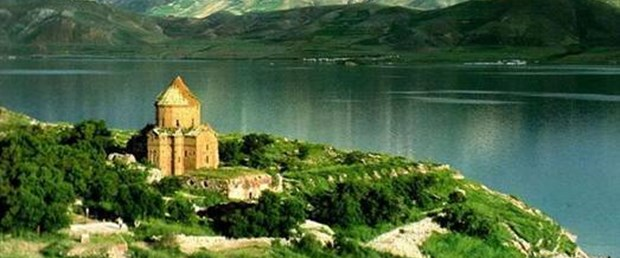 Akdamar'daki haç Ermenileri böldü