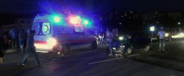 Ambulans yayaya, otomobil ambulansa çarptı
