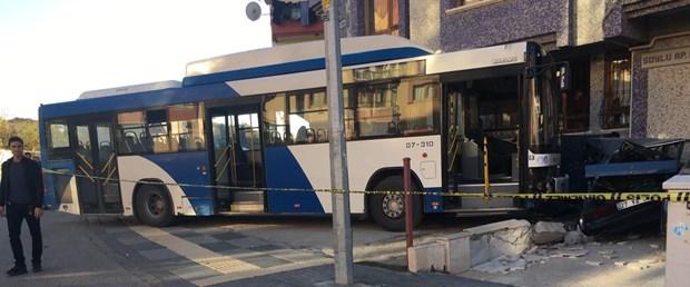 belediye otobüsü kaza.jpg