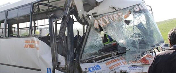Ankara'da halk otobüsü römorka çarptı