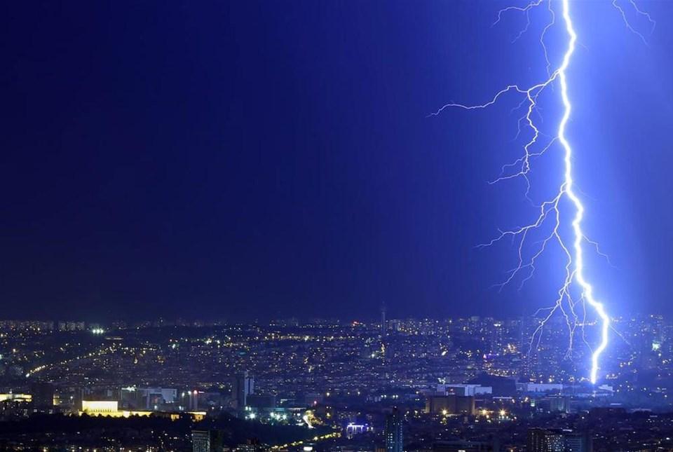 Ankara'da şimşekli gece