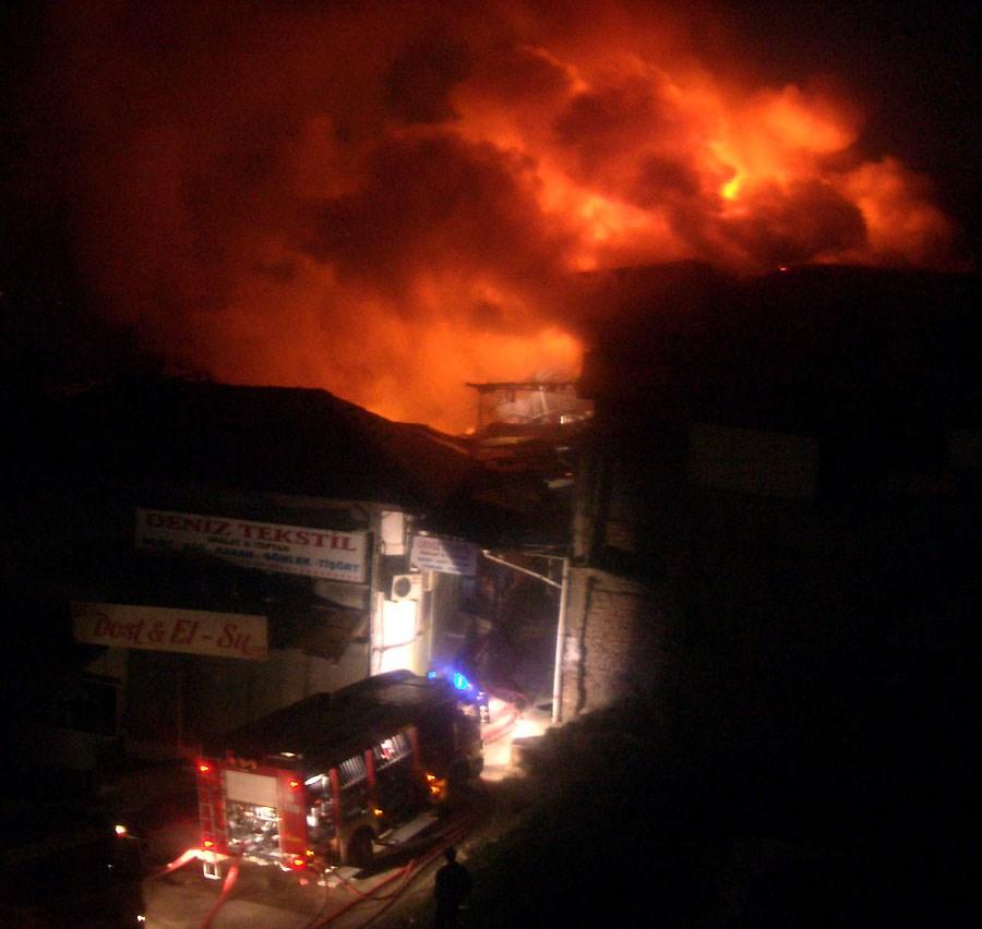 Ankara'nın tarihi çarşısında yangın