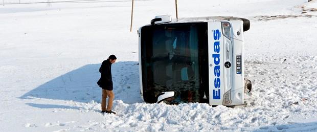 yolcu otobüsü devrildi.jpg