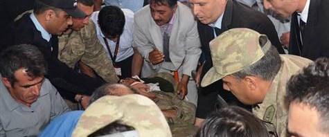 Askeri araç devrildi: 3 şehit, 18 yaralı