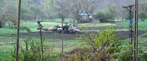 Askeri helikopter tarlaya zorunlu iniş yaptı