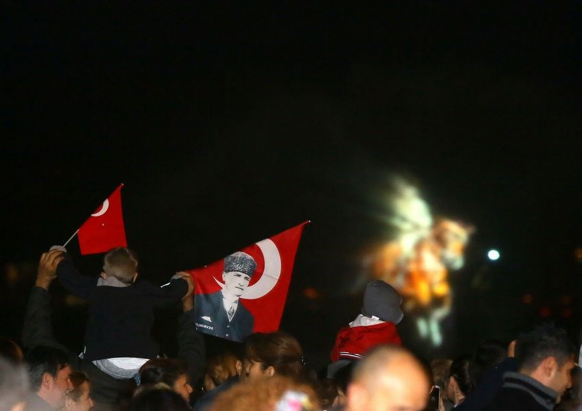 'Atatürk'ün ışığında'