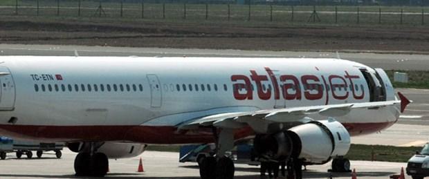 Atlasjet uçağına yıldırım çarptı