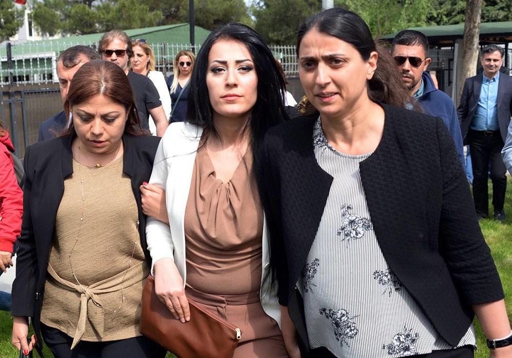 Ayşe öğretmen, 2019'un 18 Nisan'ında bebeğiyle birlikte cezaevinegirmişti