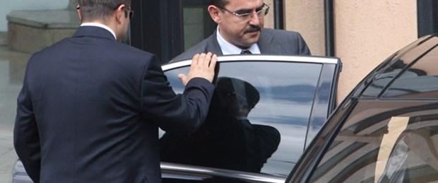 Bakanın konvoyuna giren şüpheli araç takla attı