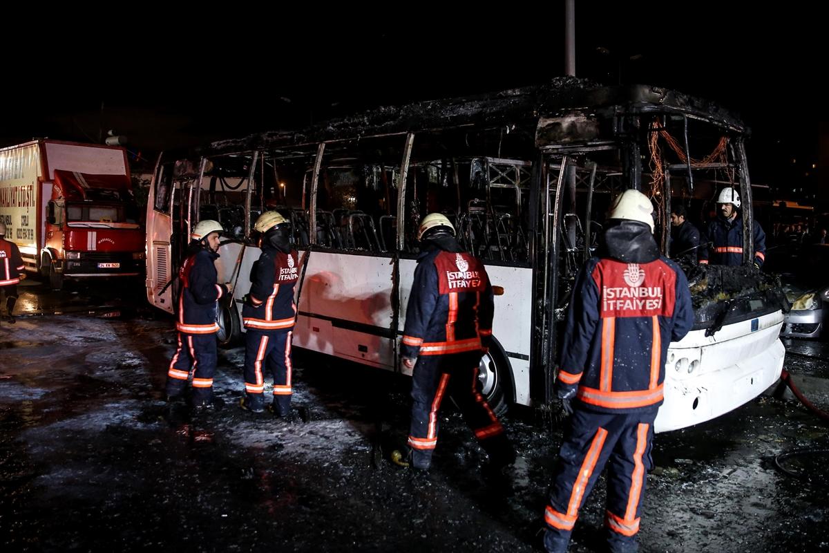 Bakırköy'de otobüs kundaklandı