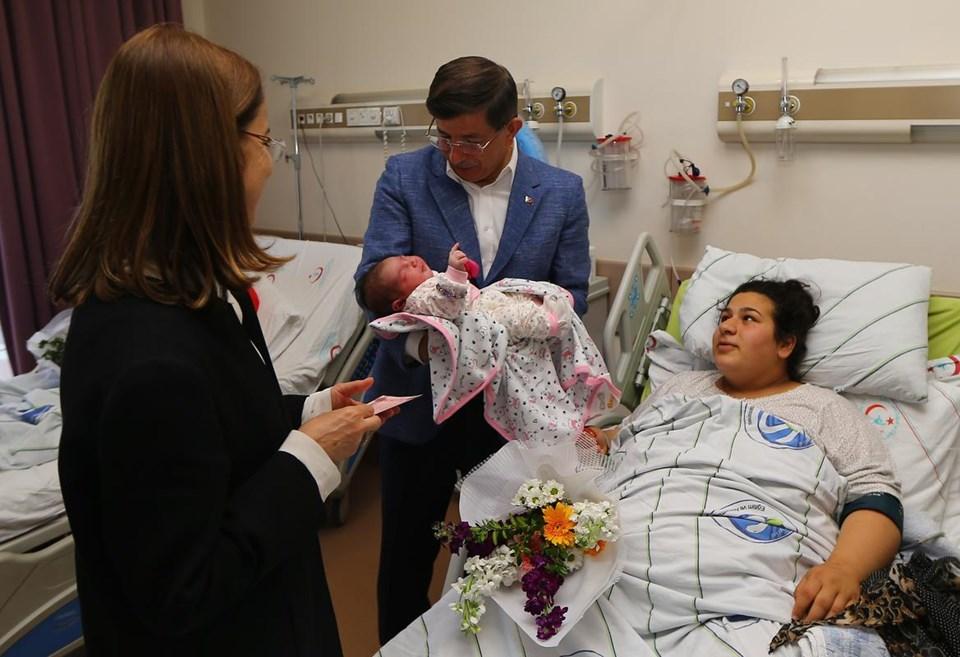 Başbakan'dan doğum servisine sürpriz ziyaret
