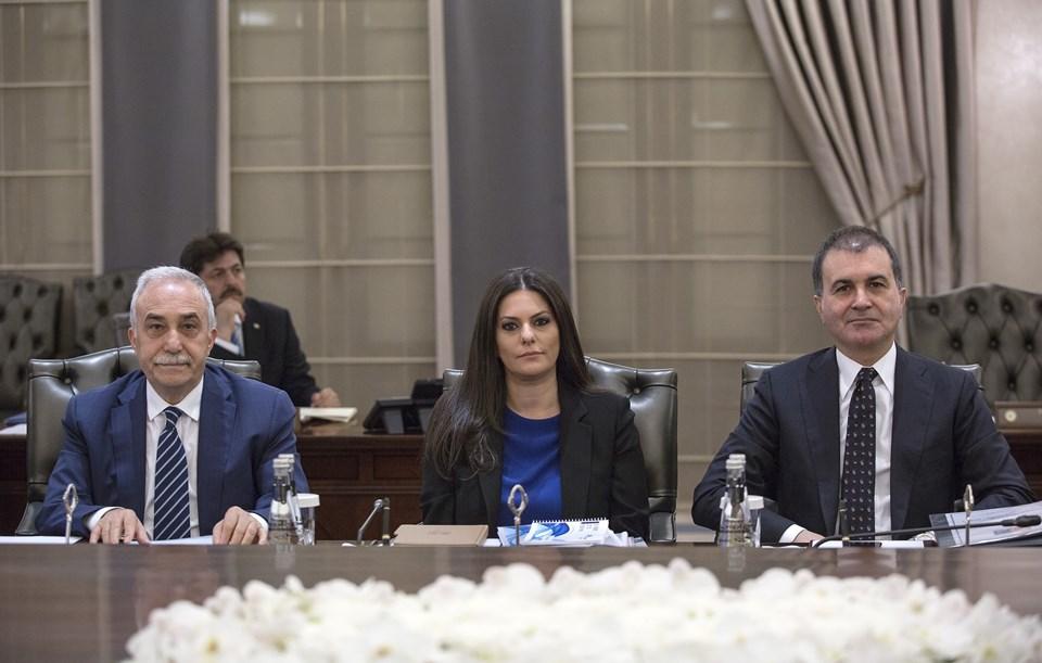 Gıda, Tarım ve Hayvancılık Bakanı Ahmet Eşref Fakıbaba (solda), Çalışma ve Sosyal Güvenlik Bakanı Jülide Sarıeroğlu (ortada) ve Avrupa Birliği Bakanı Ömer Çelik (sağda)