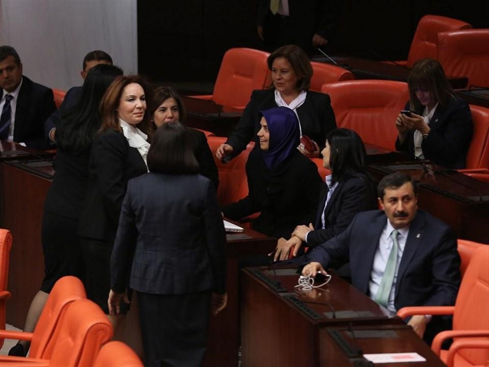 Başörtülü vekiller Meclis'e geldi