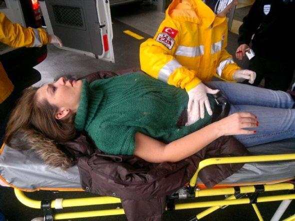 Baykam ve asistanı yaralı