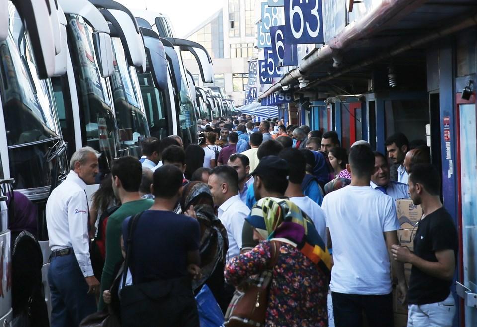 Kurban Bayramı tatilinin başlaması dolayısıyla Esenler'deki İstanbul 15 Temmuz Demokrasi Otogarı'nda da yoğunluk yaşandı.