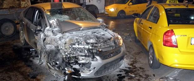Beşiktaş'ta alkol ve aşırı hız kazası: 3 yaralı