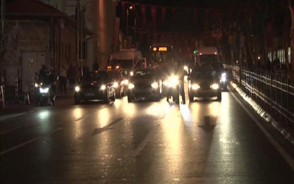 Yaklaşık 20 dakika trafiğe kapalı olan cadde de yeniden ulaşıma açıldı.
