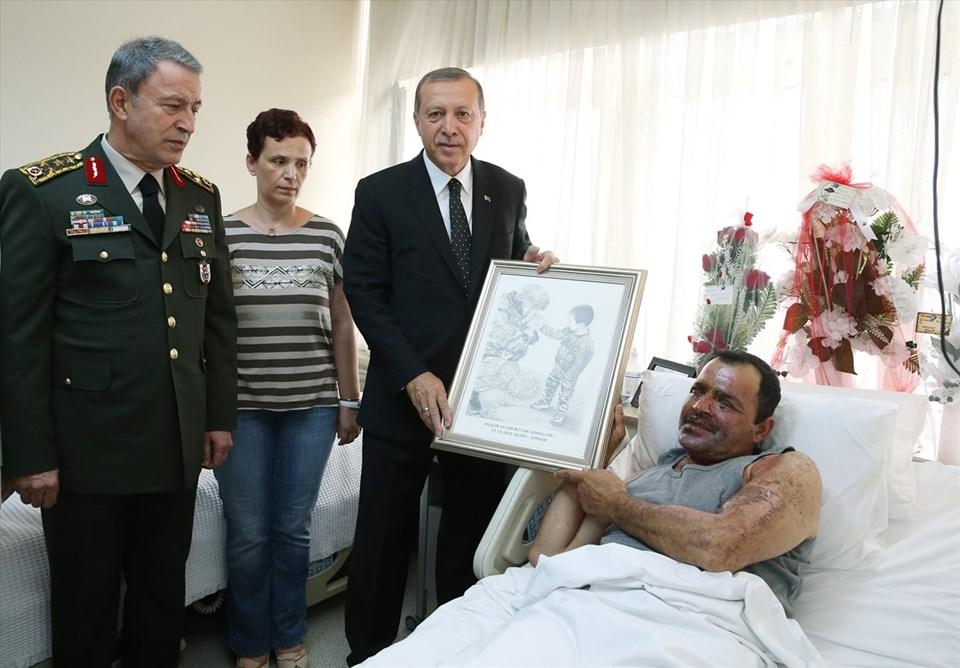 Cumhurbaşkanı Recep Tayyip Erdoğan, Şırnak'ta bir çocuğun elini ısıtırken görüntülenen ve Mardin'in Nusaybin ilçesinde yaralanarak Gülhane Askeri Tıp Akademesi'nde (GATA) tedavi altına alınan Jandarma Binbaşı Necmettin Tetik'i ziyaret etmişti.