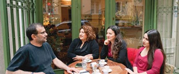 'Birbirine tutunan SDP'li üç kadın'