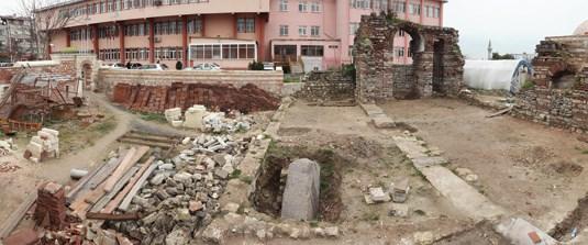 Bizans'ın kayıp dikilitaşı bulundu