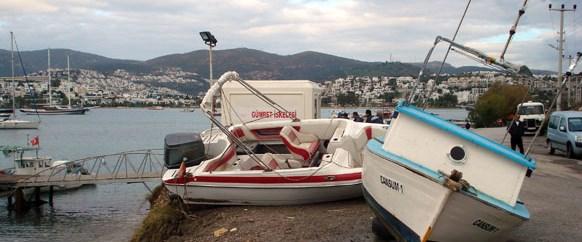 Bodrum'da fırtına tekneleri batırdı