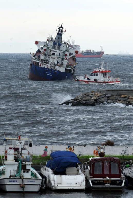 Boğaz'da iki gemiyle çarpıştı