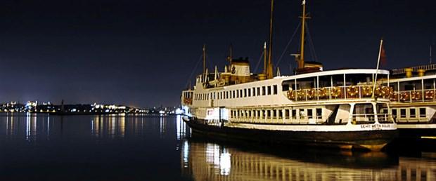 istanbul-gece-vapurlar-manzara.jpg