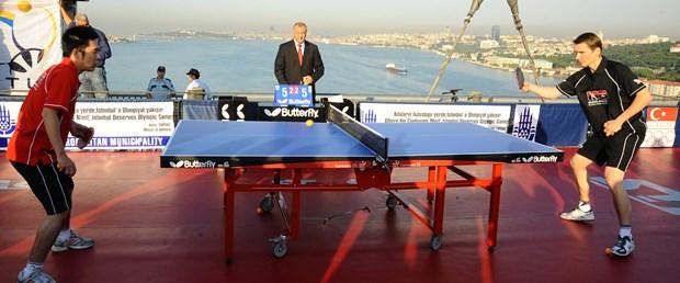 Boğaziçi Köprüsü'nde masa tenisi