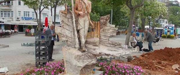 Burgaz'a yeni Sait Faik heykeli