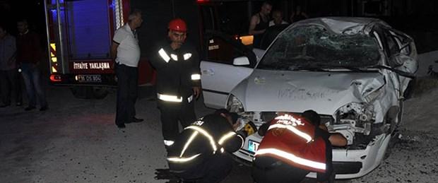 Bursa'da otomobil durağa çarptı: 2 ölü