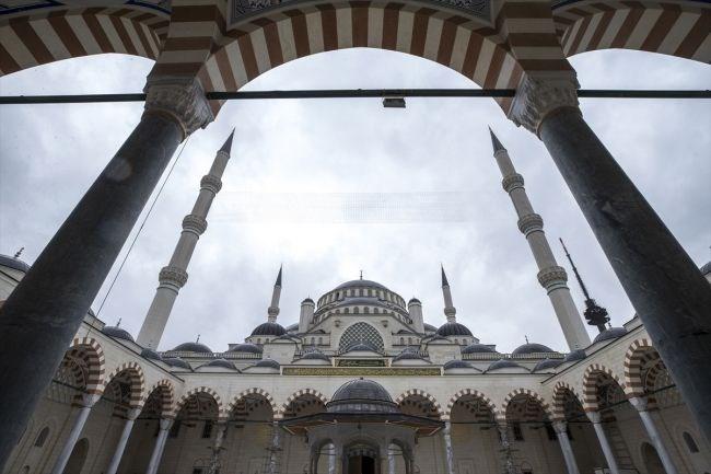 çamlıca camii, çamlıca, çamlıca camii mimarisi, çamlıca camii ana kapısı, kündekari kapı, istanbul'un simgeleri,