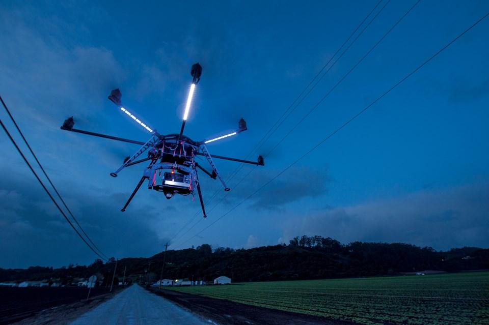 100 santimetreden kısa açıklığı olan sekiz kollu Alman yapımı MikroKopter, 5 bin doların altında kararlı bir kamera platformu sağlıyor (Büyütmek için tıklayın).