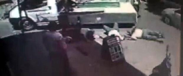 Cenaze taşıyan kamyonetten düştüler