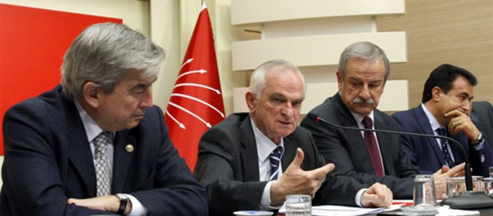 (Soldan sağa) Onur Oymen, Önder Sav, Cevdet Selvi, Yılmaz Ateş
