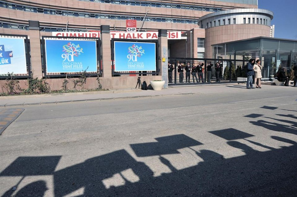 CHP önünde aday protestosu