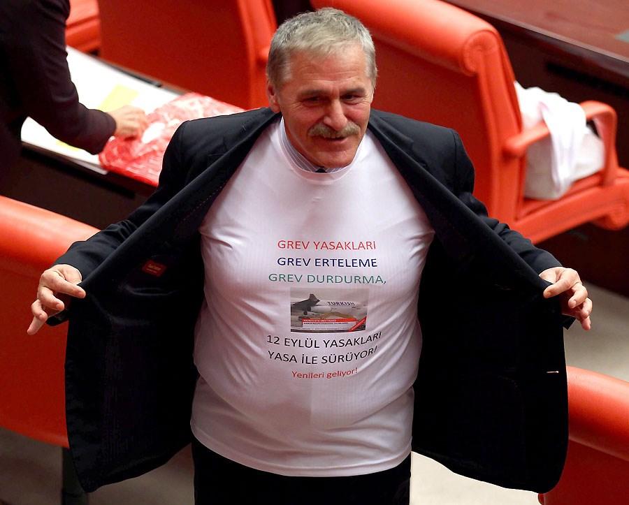 CHP'lilerden tişörtlü eylem