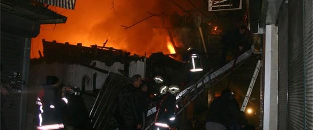 Çıkrıkçılar'da 7 dükkan kül oldu
