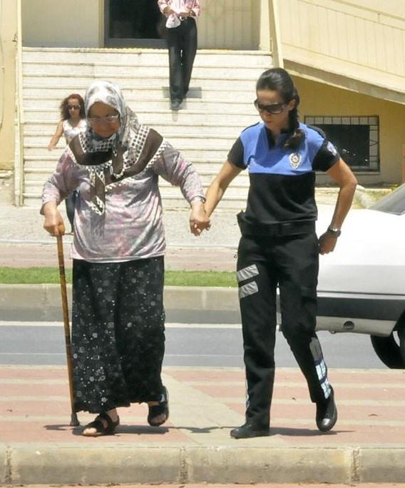 83 yaşındaki babaanne Nazmiye Yurtyapan böyle gözaltına alınmıştı.