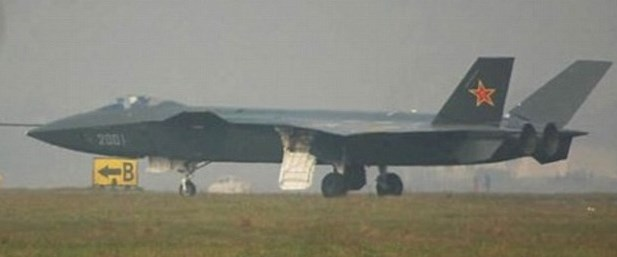 Çin'in ilk hayalet uçağı başarıyla uçtu