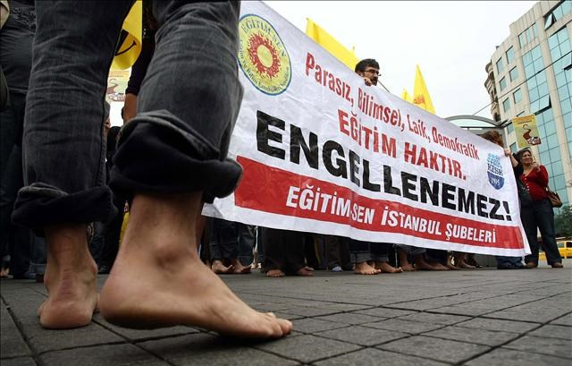 Çıplak ayaklı protesto