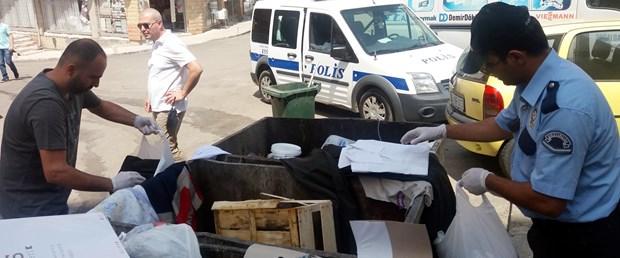 cop-kutusunda-bulunan-asker-kiyafetleri-polisi-alarma-gecirdi_3184_dhaphoto3.jpg