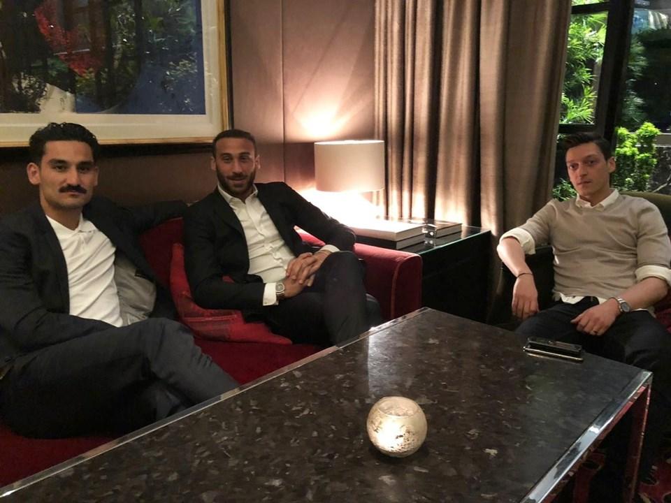 İlkay Gündoğan (Manchester City)-Cenk Tosun (Everton)-Mesut Özil (Arsenal)