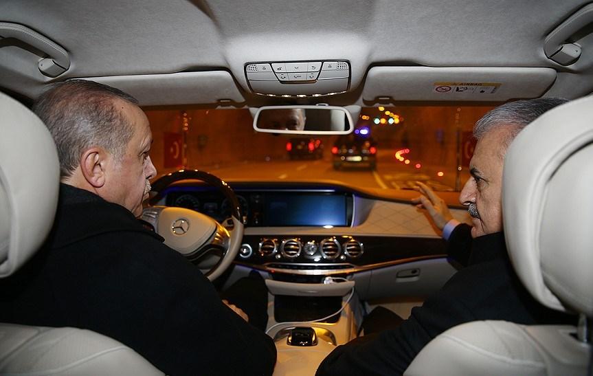 Cumhurbaşkanı Erdoğan, kendi kullandığı makam otomobiliyle tünelden geçti.